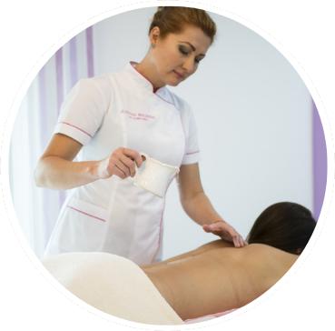 El masaje egipcio es una terapia donde se aplican aceites esenciales